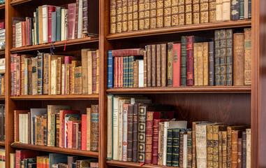 Mensole per armadi e librerie su misura